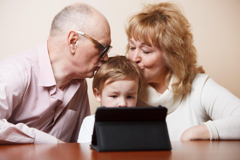 grandparents-kissing-child-min